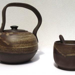 théière en grès noir, émaillée, cuite en haute T° 1280°C-  Dimension...